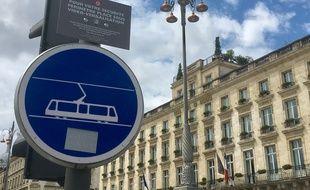 Depuis le moi de mai 2018, la place de la Comédie à Bordeaux est sous vidéo-verbalisation.