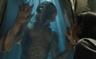 Sally Hawkins et Doug Jones dans La Forme de l'eau de Guillermo del Toro