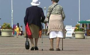 """Qu'est-ce qu'être vieux? Il faut se référer à """"l'âge subjectif, celui qu'on se sent avoir"""" et faciliter le maintien de l'intégration sociale des personnes âgées, ont expliqué des spécialistes lors d'un colloque organisé par les Académies de médecine et des sciences."""