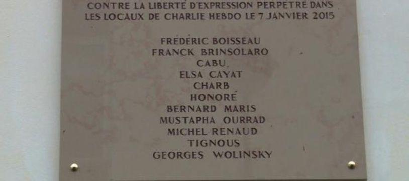 """Faute d'orthographe à """"Wolinski"""" sur la plaque commémorative"""
