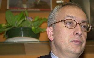 Le conseil municipal de Rouen a élu vendredi le socialiste Yvon Robert à la tête de la mairie de la ville en remplacement de Valérie Fourneyron, nommée ministre des Sports.