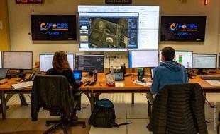 Au sein du centre de commandement du CNES de Toulouse, où est programmé l'activité de SuperCam, la caméra laser installée sur Persévérance qui se posera sur Mars le 18 février.