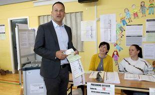 Le Premier ministre irlandais Leo Varadkar a mis son bulletin dans l'urne pour les élections européennes le 24 mai 2019.
