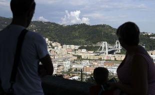 Vendredi 17 août 2018, à Gênes, les sauveteurs continuaient à rechercher cinq disparus après l'effondrement du viaduc autoroutier.
