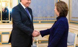 La Russie a mis en garde l'Ukraine mercredi contre un changement de cap, laissant entendre qu'une telle évolution l'empêcherait de poursuivre l'aide promise à Kiev.