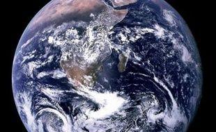 Les trois quarts des habitants de la planète vivant avec moins de 2 dollars par jour sont dépourvus de compte en banque, selon une étude publiée jeudi par la Banque mondiale.