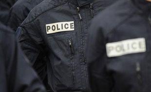 Des policiers de la Brigade anti criminalité, le 18 novembre 2011