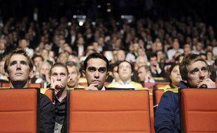 Alberto Contador, entre AndySchleck et Bradley Wiggins, le 24 octobre 2012, à Paris, lors de la présentation du Tour de France 2012.