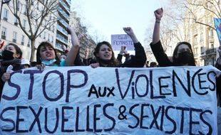 Plusieurs centaines d'étudiants ont manifestes contre violences sexuelles, sexismes dans les écoles et dans les universités. France le 6 mars 2021.