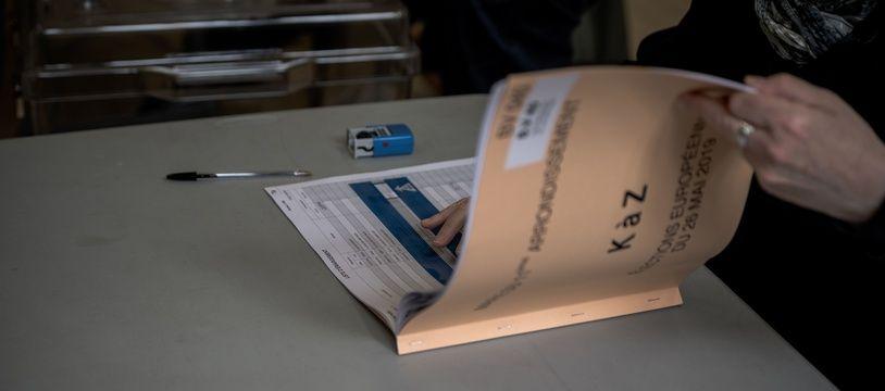 Une liste électorale dans un bureau de vote.