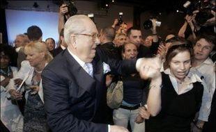 L'élection présidentielle de 2007 marque un spectaculaire recul pour Jean-Marie Le Pen, qui revient en dessous de son niveau de la présidentielle de 1988 et se situe bien loin de son objectif de réitérer sa performance de 2002, lorsqu'il avait atteint le second tour.