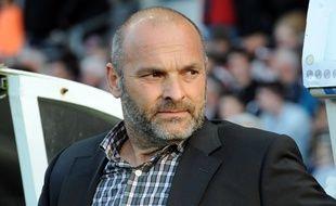 Pascal Dupraz ne digère pas le premier but encaissé à Lyon samedi, sur un coup franc de Clément Grenier.