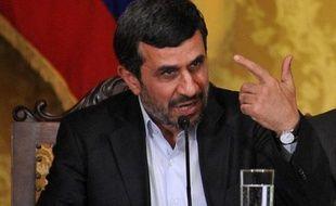 L'Iran a organisé vendredi des obsèques officielles pour son scientifique nucléaire tué dans un attentat imputé par la plus haute autorité du régime à la CIA américaine et au Mossad israélien.