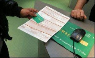 La loi de financement de la Sécurité sociale (LFSS) pour 2007 a été publiée vendredi au Journal officiel, amputée de 20 dispositions censurées la semaine dernière, pour des raisons de procédure, par le Conseil constitutionnel.