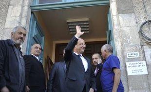 """Le maire de Tulle Bernard Combes s'est déclaré dimanche soir sur France 2 """"sans voix"""" à l'annonce de la uictoire de François Hollande, ajoutant que le nouveau président de la République """"a levé les bras au plafond"""" à l'annonce de sa victoire"""