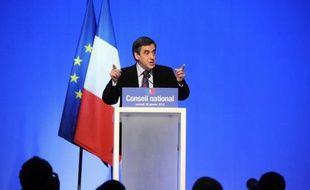 """Le Premier ministre, François Fillo,n a affirmé lundi que les réformes annoncées par Nicolas Sarkozy la veille ne constituaient """"pas une acclération politique"""", mais que le contexte de crise rendait """"impossible et dérisoire l'idée d'une pause"""" dans les réformes"""