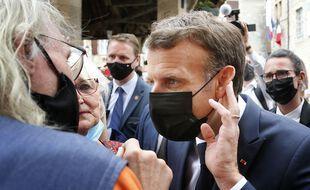 Emmanuel Macron lors d'un échange avec les habitants de Martel dans le Lot, le 3 juin 2021.