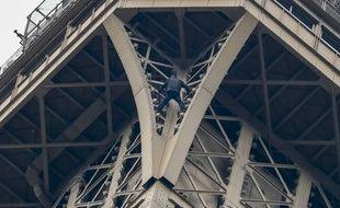 Une personne a été détectée en train d'escalader la Tour Eiffel ce lundi.