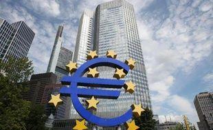 Symbole de l'euro en superposition sur la façade de la BCE à Francfort