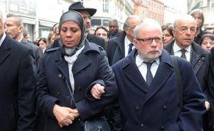 Latifa Ibn Ziaten, la mère d'une victime de Merah, et Samuel Sandler, le père et grand-père de trois autres victimes, le 17 mars 2013 à Toulouse