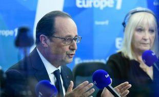 François Hollande lors de son intervention sur la radio Europe 1 le 17 mai 2016 à Paris
