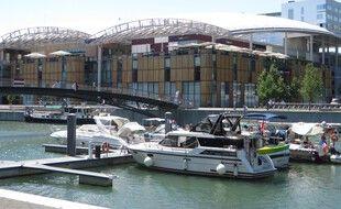 La darse nautique du quartier de la Confluence à Lyon.