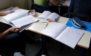 Limay le 03 avril 2012. Illustration lycee Condorcet a Limay dans less Yvelines. Classe. Eleves de Terminale S. Groupe de travail. Annales du bac