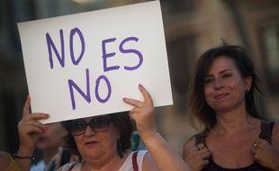 Une femme lors d'une manifestation en juin 2019 pour réclamer plus de sévérité de la justice vis-à-vis des violeurs.