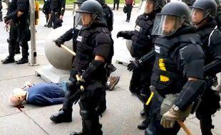 Un manifestant a été poussé par la police de Buffalo, dans l'Etat de New York, le 4 juin 2020.