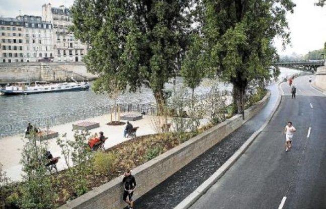 De nombreux espaces sont désormais à disposition des piétons tout au long de cette partie des berges de Seine.