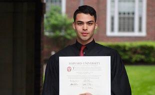 Un étudiant impressionne les internautes en racontant comment il s'est battu pour faire vivre sa famille et suivre ses cours à Harvard…
