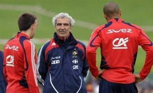 Patrick Vieira a participé normalement à l'entraînement de l'équipe de France, jeudi pour la première séance des Bleus à Châtel-Saint-Denis, à deux jours de l'Euro-2008, Franck Ribéry se contentant de tours de terrain à part avec un des kinés, avant de quitter l'entraînement avec Thierry Henry.