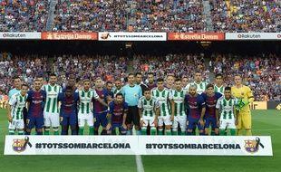 Une minute de silence  a été observée au Camp Nou avant le coup d'envoi du match qui opposait le FC Barcelone au Betis Séville.