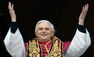 Quant à Joseph Ratzinger, il a choisi le nom de Benoît XVI en référence à Benoît XV, le pape de la paix au cours de la première guerre mondiale.