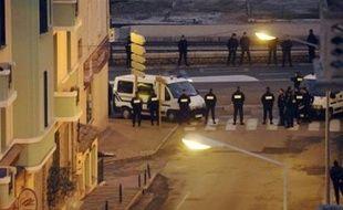 La cour d'assises spéciale de Paris, en déplacement en Corse dimanche dans le cadre du procès d'Yvan Colonna, est arrivée sur les lieux de l'assassinat du préfet Erignac, à la tombée de la nuit, comme prévu, a constaté un journaliste de l'AFP.