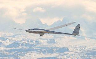 La planeur Airbus Perlan II a battu un nouveau record en volant à 62.000 pieds d'altitude.