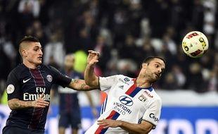 Marco Verratti (PSG) à la lutte avec Jérémy Morel (OL), le 27 novembre 2016.