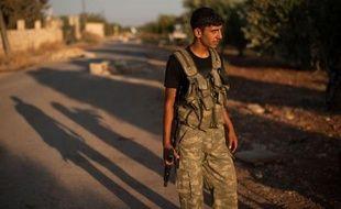 Les forces armées syriennes continuaient à pilonner dimanche matin plusieurs quartiers d'Alep, la grande ville du nord de la Syrie et enjeu crucial du conflit, ainsi que des localités de la province de Damas, a affirmé à l'AFP l'Observatoire syrien des Droits de l'Homme.