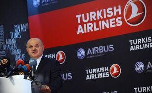 La compagnie aérienne turque Turkish Airlines (THY) a officiellement signé mercredi à Istanbul avec le constructeur européen Airbus le contrat pour l'achat ferme de 82 appareils de la famille A320 et 35 en option, l'occasion pour l'avionneur européen d'annoncer une augmentation de ses investissements en Turquie.