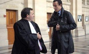 La cour d'appel de Paris, qui a examiné mercredi la demande de remise en liberté de l'avocat Karim Achoui, incarcéré depuis un mois après sa condamnation à sept ans de prison pour complicité dans l'évasion du braqueur Antonio Ferrara, rendra sa décision le 4 février.