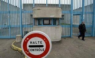 Les deux détenus évadés dimanche de la centrale de Moulins ont été interpellés par une brigade anti-criminalité soutenue par des effectifs locaux mardi peu avant 06H00 sur l'autoroute A86, près de Créteil (Val-de-Marne)