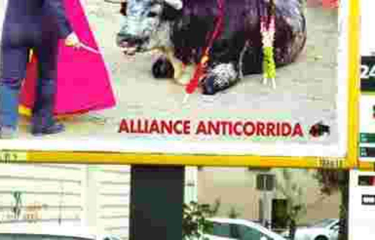 La campagne d'affichage de l'alliance anticorrida montre un taureau agonisant au pied d'un torero – Alliance anticorrida