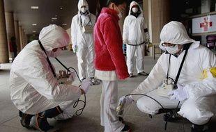 La radioactivité mesurée dans un centre d'hébergement de la région de Fukushima, le 24 mars 2011.