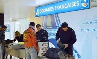Les douanes françaises à Orly, illustration.