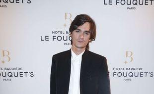 Les relations entre Alain-Fabien Delon et son père sont très tendues.