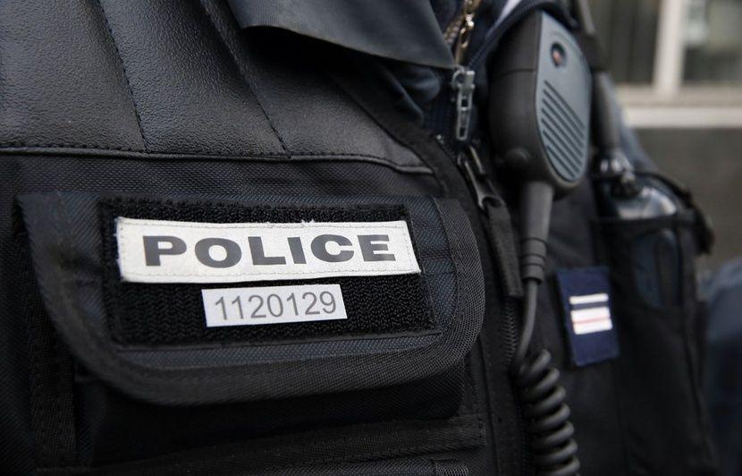 Le numéro d'identification RIO des policiers, facultatif en mission de « maintien de l'ordre » ? C'est faux