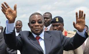 Le président John Atta Mills, qui dirigeait le Ghana depuis 2009, est mort brusquement mardi à 68 ans, un décès qui ouvre une période d'intérim jusqu'à la présidentielle prévue en décembre dans ce pays présenté comme un rare exemple de démocratie en Afrique de l'Ouest.