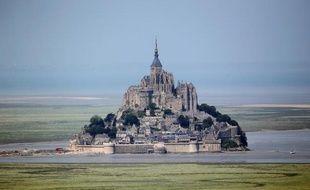 Les employés du Mont-Saint-Michel étaient toujours en grève jeudi pour la 39e journée consécutive et désormais en pleine saison touristique mais avec une abbaye ouverte et gratuite, après trois jours de fermeture, a-t-on appris jeudi auprès de la CGT et de la direction.