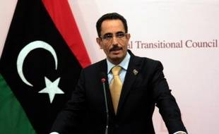 Le numéro deux du Conseil national de transition libyen (CNT) Abdelhafidh Ghoga a été contraint à la démission dimanche en pleine crise politique, la première depuis que les nouvelles autorités ont pris les rênes du pouvoir.