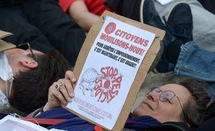 Lors d'une manifestation du collectif Nous voulons des coquelicots, à Paris, place de la Bataille-de-Staningrad. (archives)